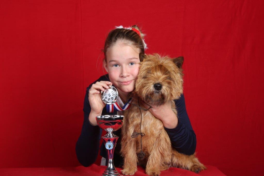 Nicole met Floortje   1ste plaats Junior Handling 2014